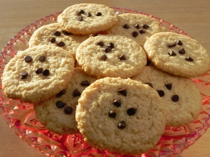 almond cookies with chocolate chips